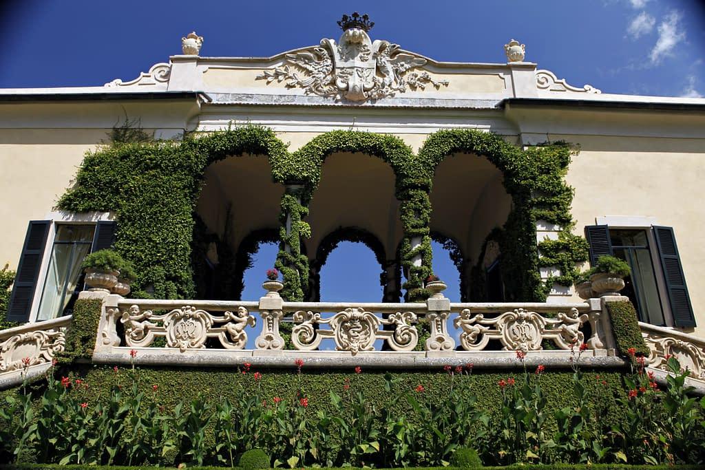Loggiato verde della Villa del Balbianello sul Lago di Como