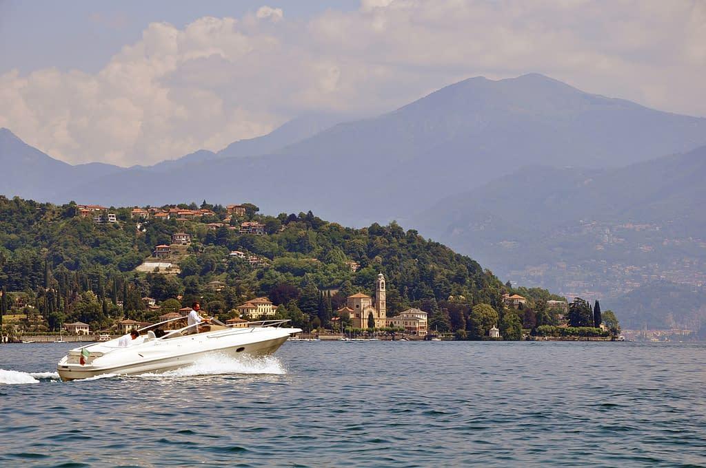 Giro del lago di Como in motoscafo con conducente
