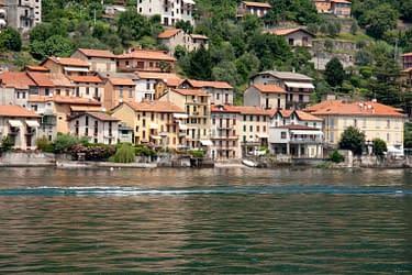La riva di Pescallo dal Lago di Como